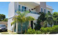 Casa em Lauro de Freitas, em Buraquinho,  dentro de condomínio.