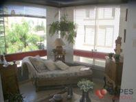 Excelente apartamento de 3 dormitórios, com uma suíte com varanda e ótima localização.