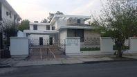 Amplia y hermosa casa para oficina o negocio en Mitra Centro