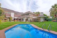 Amplia Casa con Precioso Jardín