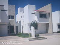 Casas En Venta / Marbella Residencial / Celaya, Gto