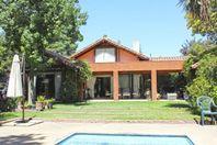 excelente casa en La dehesa,ubicacion privilegiada.