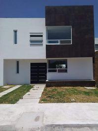 Casas En Venta / Coto Galerias / Celaya, Gto