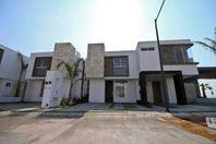 OPORTUNIDAD! En San Isidro Juriquilla, 3 recámaras, Estudio, 2.5 baños, EQUIPADA