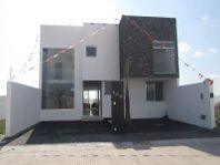 Hermosa Residencia en Real de Juriquilla, ROOF GARDEN, 3 recámaras, GRAN JARDÍN!