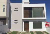 Hermosa Casa en San Isidro Juriquilla, 3 Recámaras, 2.5 Baños, Jardín, Privada