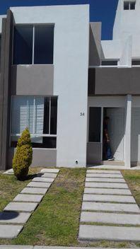 Casa con excedente, Puerta Navarra, Querétaro