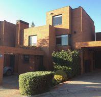San Carlos de Apoquindo, Estupenda casa mediterranea en condominio muy luminosa.