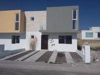 Hermosa Casa en San Isidro Juriquilla, 3 Recámaras, 2.5 Baños, Jardín, Estudio