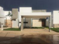RESIDENCIA EN PRIVADA OLIVOS, CHOLUL, YUC. MODELO 150
