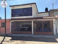 Casa en venta, ideal para invertir por su precio, a una cuadra de Canelas