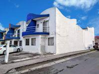 Casa 3 recamaras en esquina frente al OXXO en Torrentes Norte
