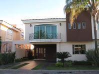 Casa en Venta en Zapopan, Valle Real Coto Las Rosas