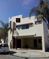 Casa en Renta ubicada en Valle de la Sierra en fraccionamiento privado