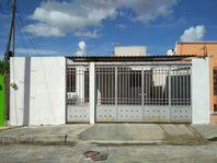 Casa de una planta en Polígono