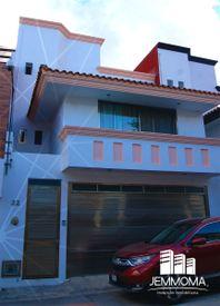 Casa amplia en venta con roof garden en Xalapa.
