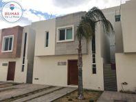 Casa amueblada en renta en privada San Sebastian