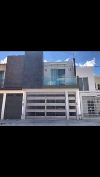 Casa en Portales de la Arboleda