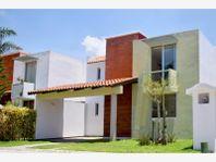 Casa en Venta en STA MARIA XIXITLA AMPLIO JARDIN