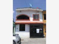 Casa en Venta en Portal de Huinalá