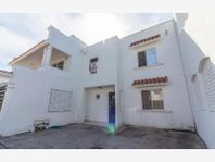 Casa en Venta en Mangos II coto privado cerca de centros comerciales y avenidas principales