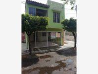 Casa en Venta en Loma Bonita, V.A, Colima; con bodega para herramientas y reja automática....
