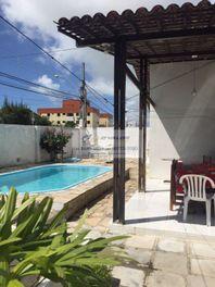 Vendo boa casa no Bessa com 198m2 const., piscina, 3 qs s/ 1 ste, cozinha, coz. ampla, 4 vgs, terreno 17x22.