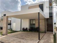 Residencia en Privada Amantea Mérida Norte Mod 180