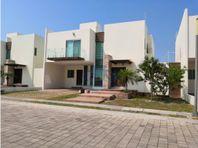 RENTA CASA DE 4 CUARTOS, CLUB AZUL, CARMEN