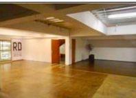 Propiedad de 3 pisos con 672 m2 construidos.