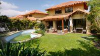Preciosa casa El Huinganal