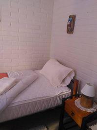 Arrienda  habitación a ESTUDIANTE en Casas de Valencia.