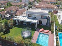 Amplia Casa en Venta en condominio 236 / 760 Piscina