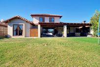 Casa en Piedra Roja, con seguridad y buenos accesos.