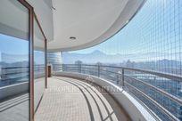 Penthouse, con gran vista despejada al Oriente y a pasos del Parque Arauco