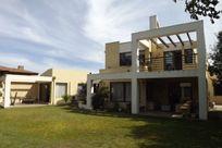 Amplia Casa en Sector Monjas / Los Almendros