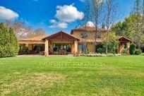 Las Brisas, casa chilena con excelente ubicación dentro del  condominio .