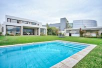 Gran casa mediterranea en condominio