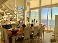 Vendo Exclusiva Casa con maravilloso estilo arquitectónico y Vista al Mar