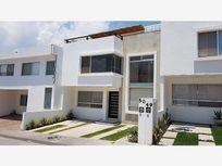 Preciosa Casa en Venta en Fraccionamiento Privado en Milenio III Querétaro, Qro