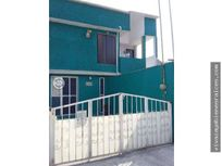 Casa con 3 departamantos Villa las Flores Coacalco