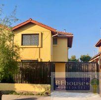 Preciosa casa remodelada en calle principal sector EL Abrazo